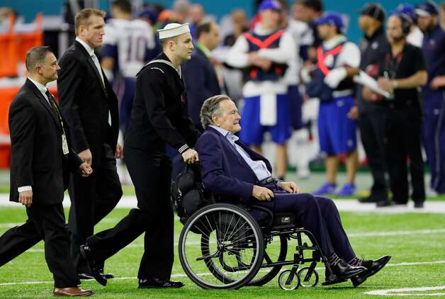 Bush is helped to midfield for the coin toss prior to Super Bowl LI between the New England Patriots and the Atlanta Falcons at NRG Stadium on Feb. 5, 2017, in Houston. Photo: Jamie Squire/Getty Images