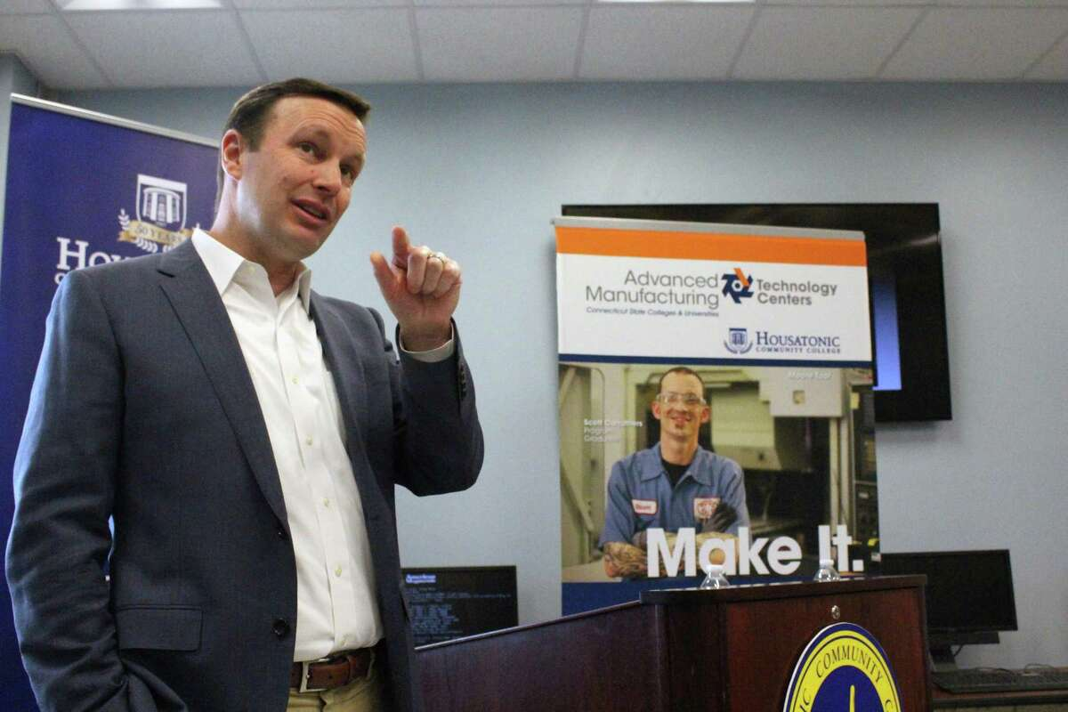 State Sen. Chris Murphy speaks to members of the local manufacturing industry at Housatonic Community College.
