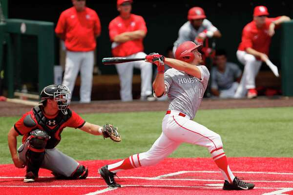 Houston outfielder Grayson Padgett (18) bats in the first inning during the NCAA baseball game between the Cincinnati Bearcats and the Houston Cougars at Schroeder Park on Saturday, May 20, 2017, in Houston, TX.