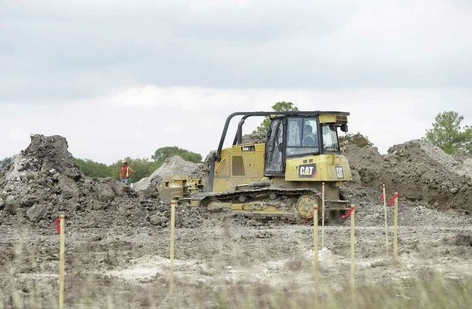 Construction is shown at the site of the of the former Pine Crest Golf Course at 3080 Gessner Road in Houston. Scottsdale, Ariz.-based Meritage Homes announced last May that it planned to build hundreds of single-family homes in a master-planned community to be called Spring Brook Village. Photo: Melissa Phillip, Houston Chronicle / Houston Chronicle / © 2017 Houston Chronicle