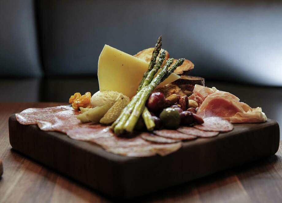 The Butcher's Block at Postino Wine Cafe Photo: Elizabeth Conley, Chronicle / Houston Chronicle / © 2018 Houston Chronicle