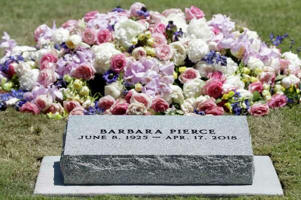 Well Wishers Line Up At Barbara Bush S Gravesite In College Station