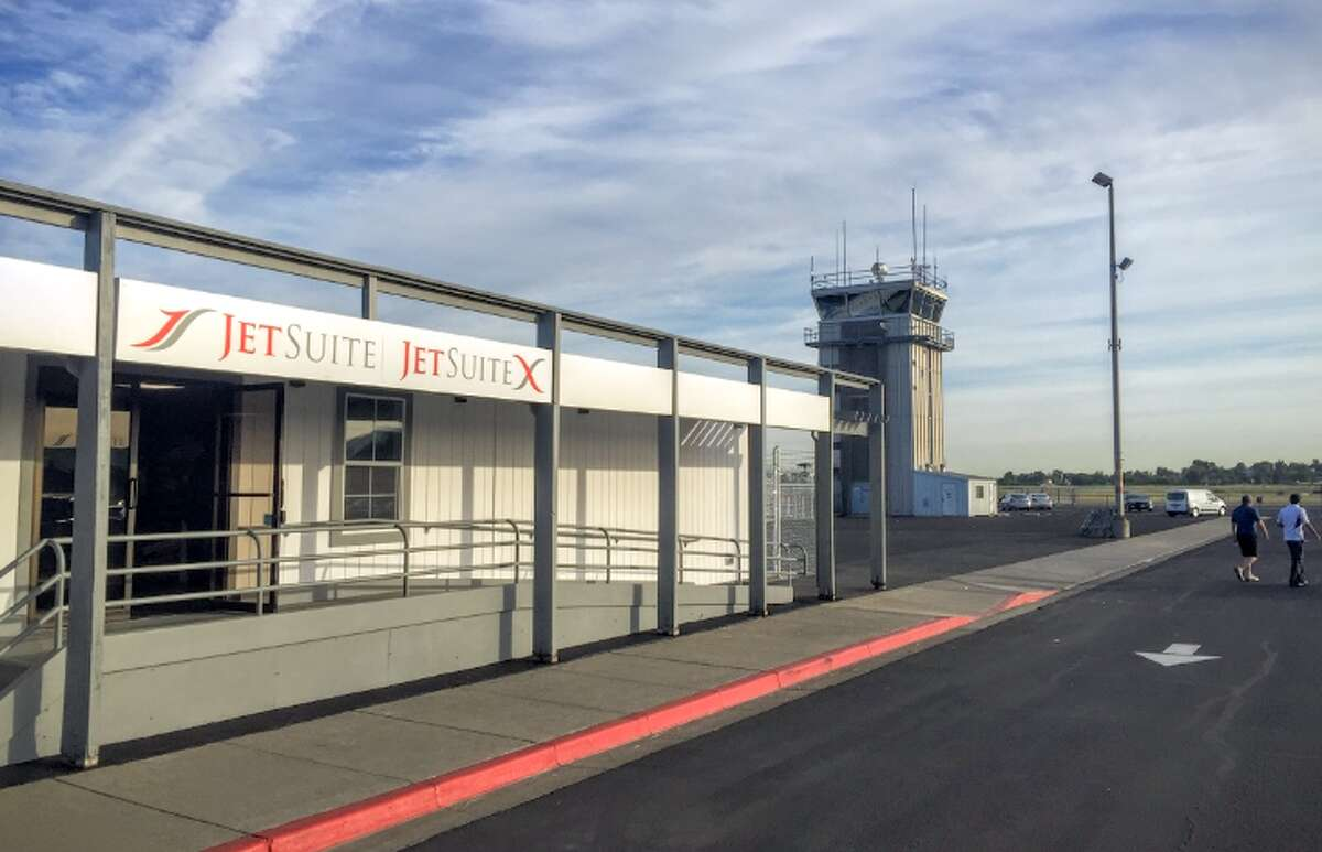 The JetSuiteX Terminal at Concorde - a nice break from the craziness at OAK or SFO! (Photo: Chris McGinnis)