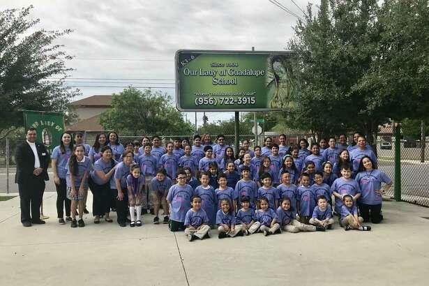 """Los estudiantes de la escuela católica Our Lady of Guadalupe se han destacado por su participación en varias iniciativas altruistas como """"Socktober"""" y Relay for Life."""