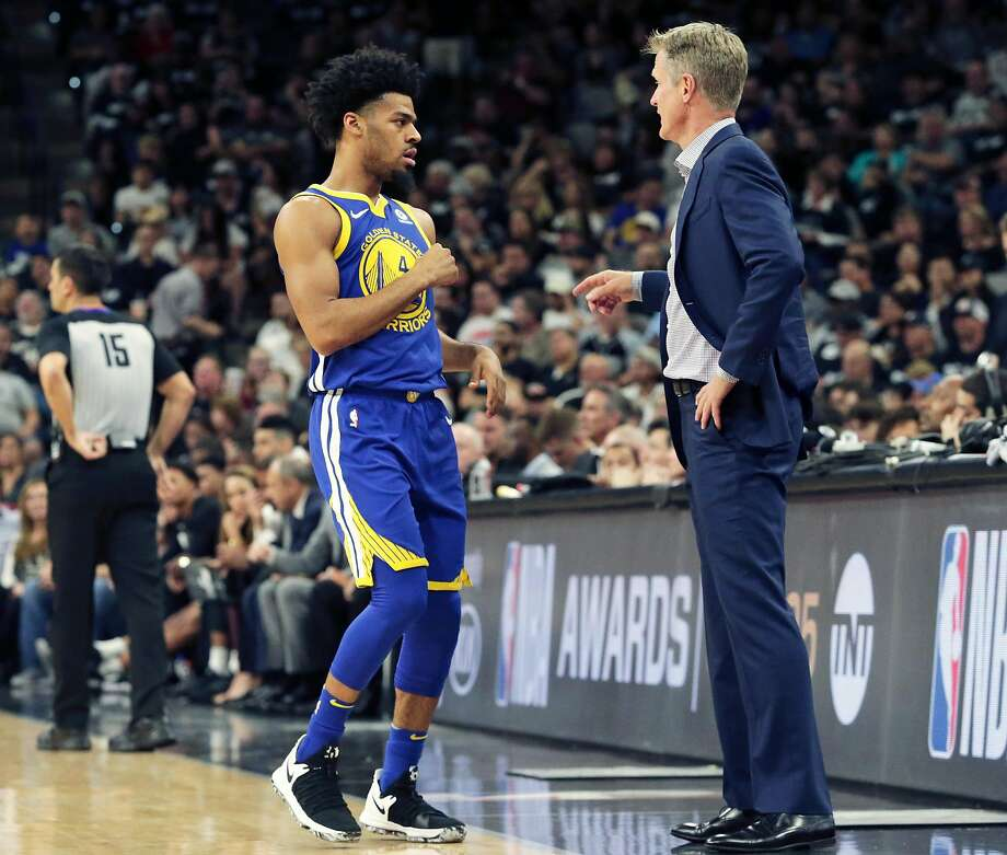 Quinn Cook gets instructions from Steve Kerr as the Spurs host Golden State at the AT&T Center on April 19, 2018. Photo: Tom Reel / San Antonio Express-News