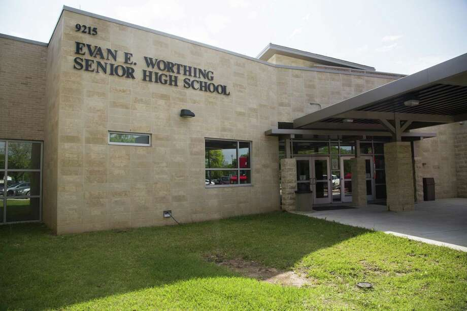 Entrance of Evan E. Worthing Senior High School located in Houston. Photo: Marie D. De Jesús / © 2018 Houston Chronicle