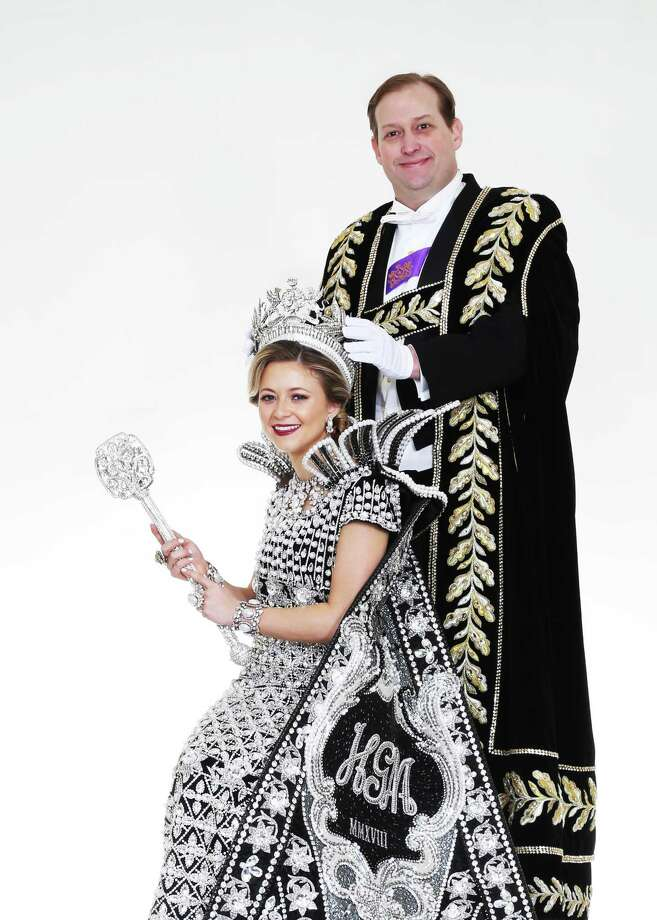 Robert R.M. Eversberg, President of The Order of the Alamo, crowns Josephine Tinsley Simpson the Queen of The Court of Classic Couture. Photo: Courtesy Gary Stanko / Billo Smith Photography
