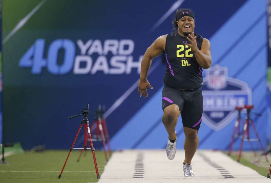 INDIANAPOLIS, IN - MARCH 04: Washington defensive lineman Vita Vea (DL22) runs in the 40 yard dash at Lucas Oil Stadium on March 4, 2018 in Indianapolis, Indiana. (Photo by Michael Hickey/Getty Images) Photo: Michael Hickey / Getty Images / 2018 Getty Images