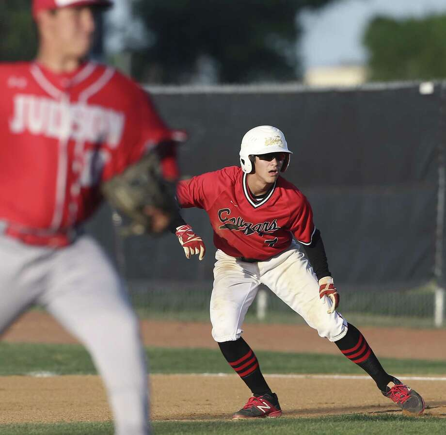 Ricky Nieto moves off base toward second for the Cougars as Canyon hosts Judson in baseball at Canyon High School on April 24, 2018. Photo: Tom Reel, Staff / San Antonio Express-News / 2017 SAN ANTONIO EXPRESS-NEWS