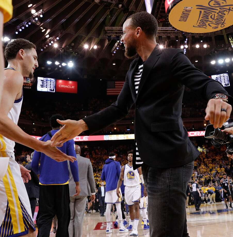 Golden State Warriors' Stephen Curry high fives Klay Thompson in the second quarter during game 5 of round 1 of the Western Conference Finals at Oracle Arena on Wednesday, April 25, 2018 in Oakland, Calif. Photo: Carlos Avila Gonzalez, The Chronicle