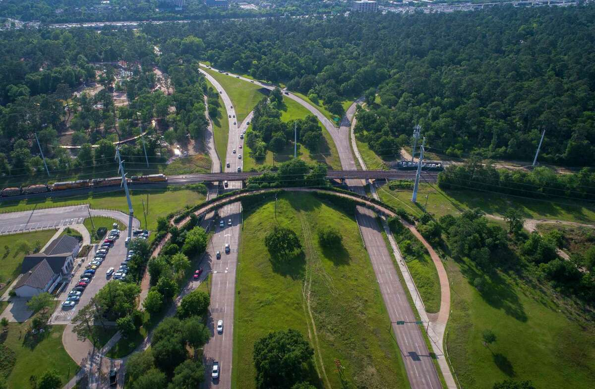 The current pedestrian bridge that crosses Memorial Drive on the west side of Memorial Park Wednesday, April 25, 2018, in Houston. Richard and Nancy Kinder are donating $70 million to the Memorial Park Conservancy, the largest park donation in the city's history. ( Mark Mulligan / Houston Chronicle ) EMBARGOED UNTIL WEDNESDAY, APRIL 25, 2018