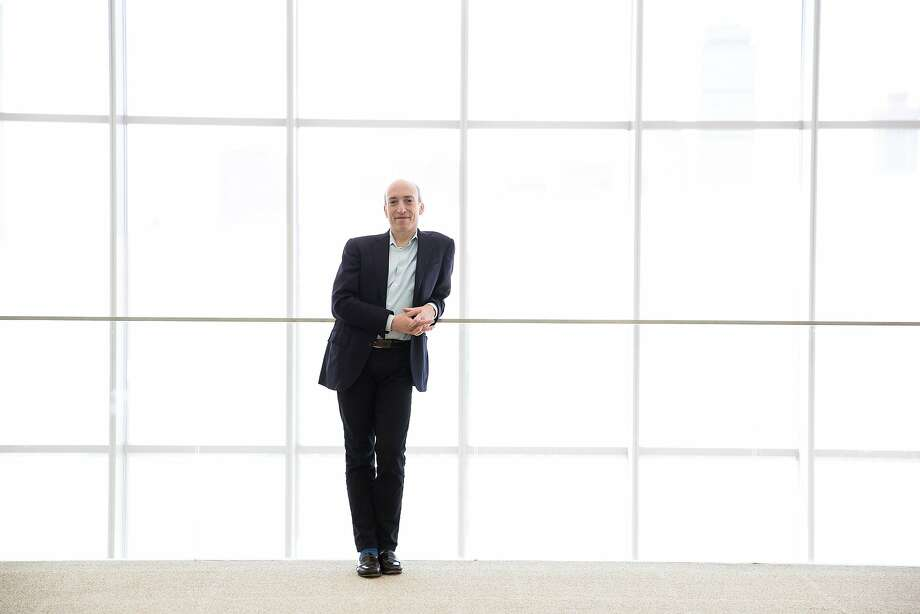 Former top Wall Street regulator turns to the blockchain