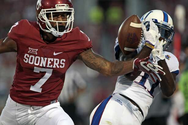 NORMAN, OK - OCTOBER 29:  Cornerback Jordan Thomas #7 of the Oklahoma Sooners breaks up a pass to wide receiver Steven Sims Jr. #11 of the Kansas Jayhawks October 29, 2016 at Gaylord Family-Oklahoma Memorial Stadium in Norman, Oklahoma. The Sooners defeated the Jayhawks 56-3. (Photo by Brett Deering/Getty Images)