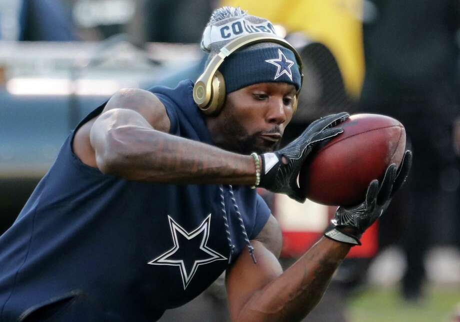 Dallas Cowboys wide receiver Dez Bryant warms up before a game against the Oakland Raiders on December 17, 2017 at Oakland-Alameda County Coliseum in Oakland, Calif. (Rodger Mallison/Fort Worth Star-Telegram/TNS) Photo: Rodger Mallison, FILE / TNS / Fort Worth Star-Telegram