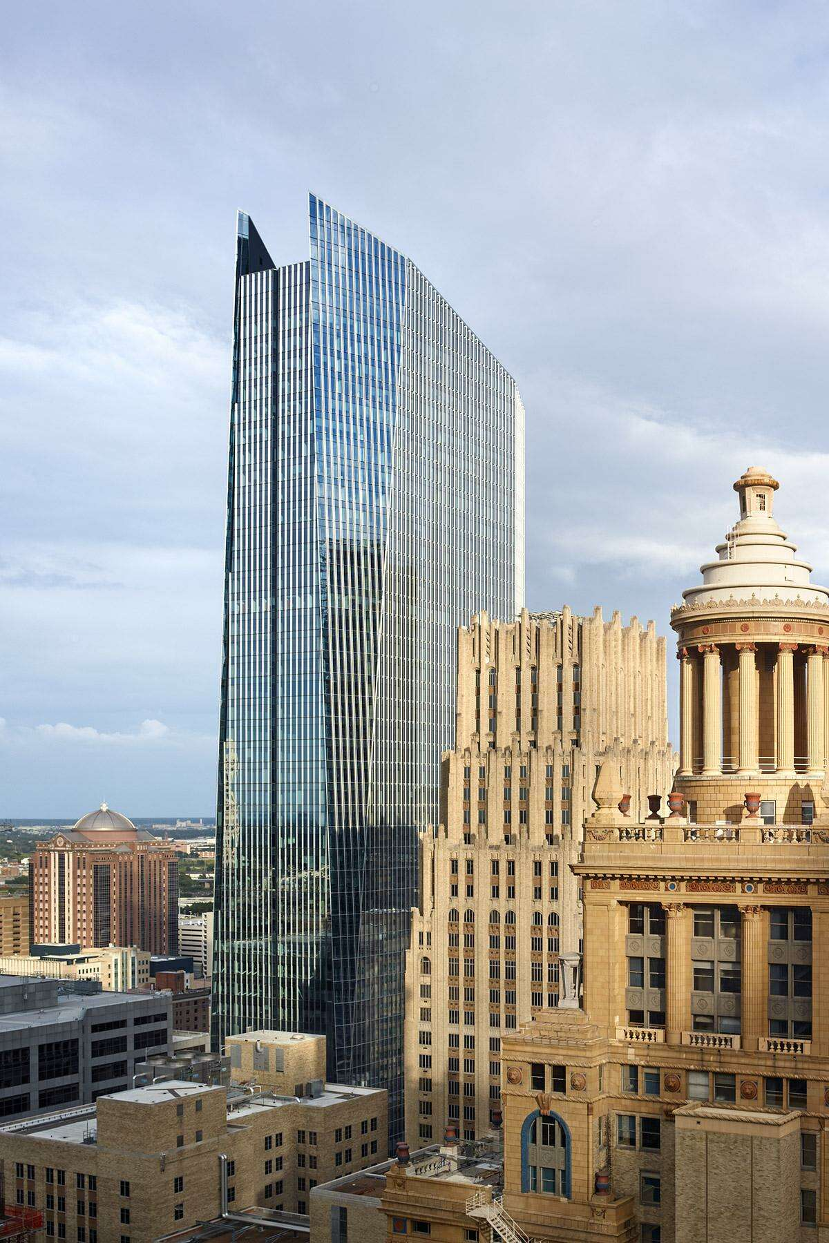 The 609 Main at Texas office building is 95 percent occupied with the signing a new lease byJAMS. Hines, a global developer based in Houston, completed the building in 2017.