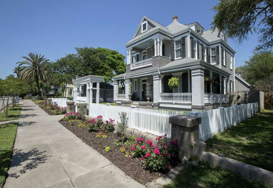 This historic Galveston home, now owned by Zach Carson and Elliott Stuart, will be on the 2018 Galveston Historic Homes Tour May 5-6 and 12-13. Photo: Jon Shapley, Houston Chronicle / Houston Chronicle / © 2018 Houston Chronicle