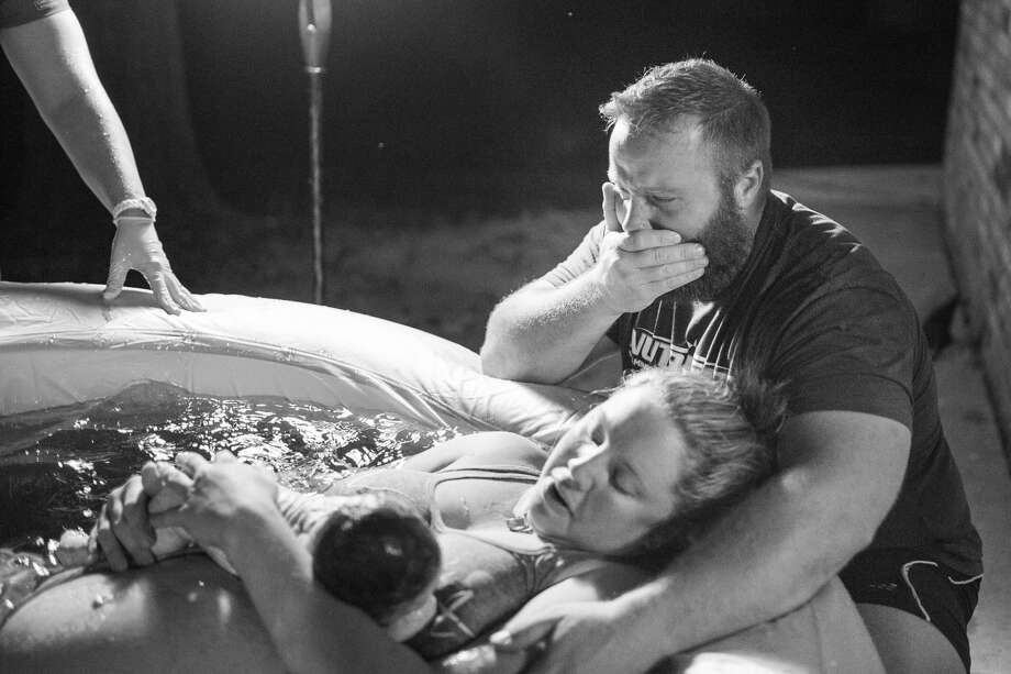 Incredible Photos Show Texas Mom Gini Rothenbergers Intense Peaceful Home Birth Photo