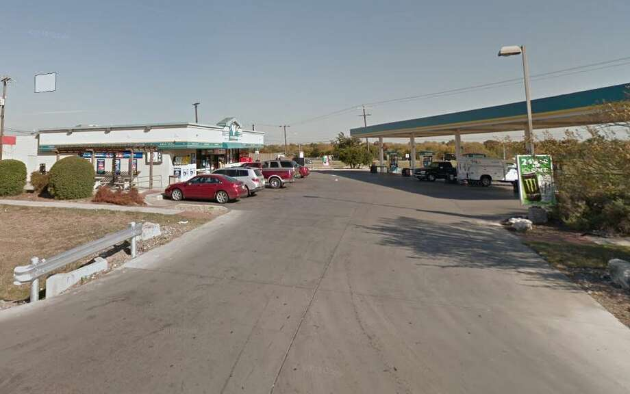 Valero: 6735 Medina Base Road
