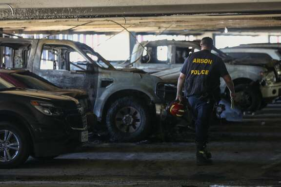 Houston Police Arson detectives investigate the scene of a fire inside the University of Houston East Parking Garage Wednesday, April 25, 2018, in Houston. ( Godofredo A. Vasquez / Houston Chronicle )