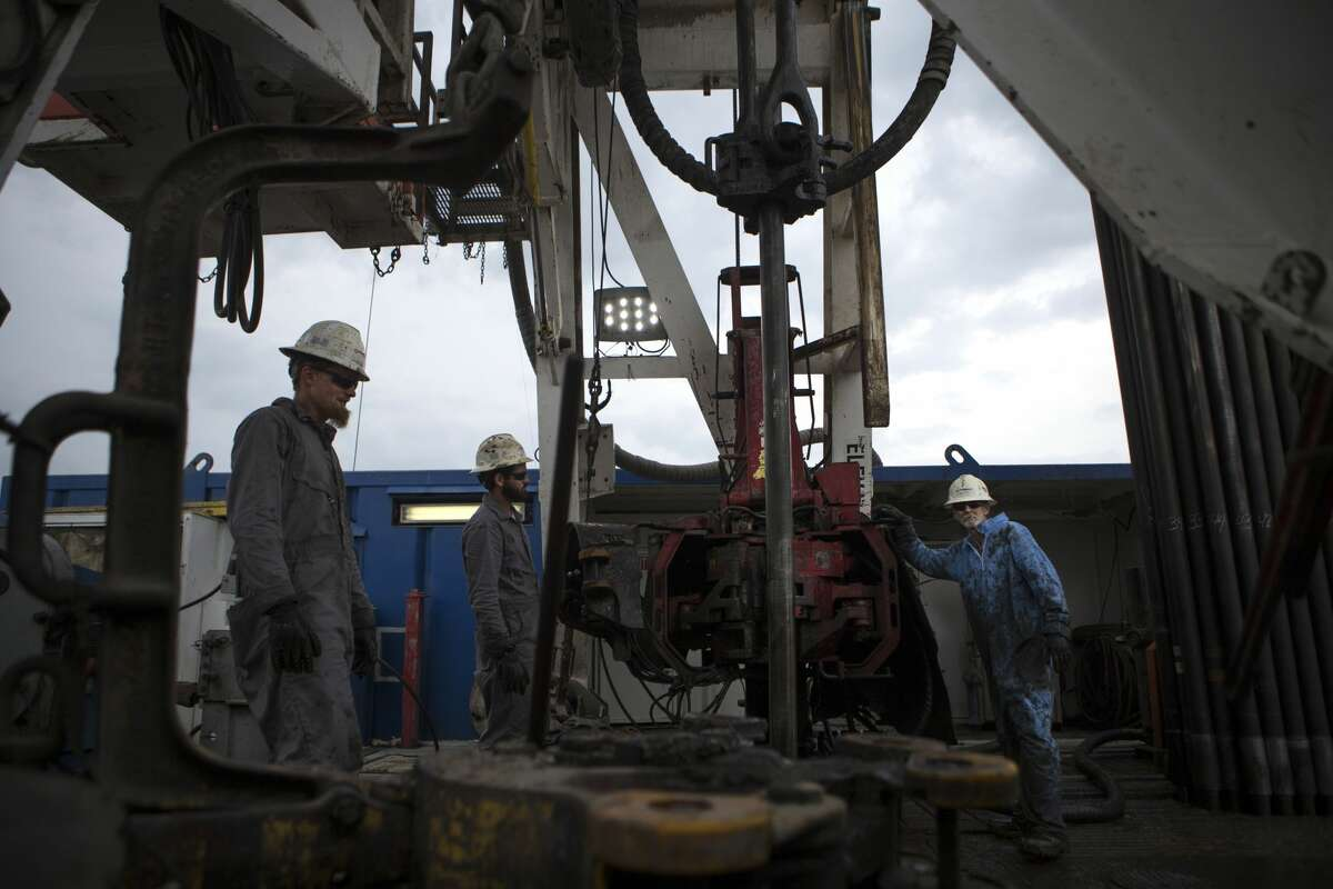 Oil workers drilling for oil on rig near College Station in this file photo from May 2017. ( Marie D. De Jesus / Houston Chronicle )