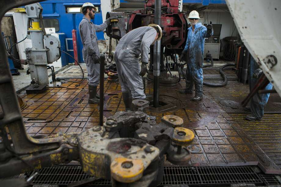 Oil workers drilling for oil on rig near College Station, Tuesday, May 9, 2017. ( Marie D. De Jesus / Houston Chronicle ) Photo: Marie D. De Jesus/Houston Chronicle