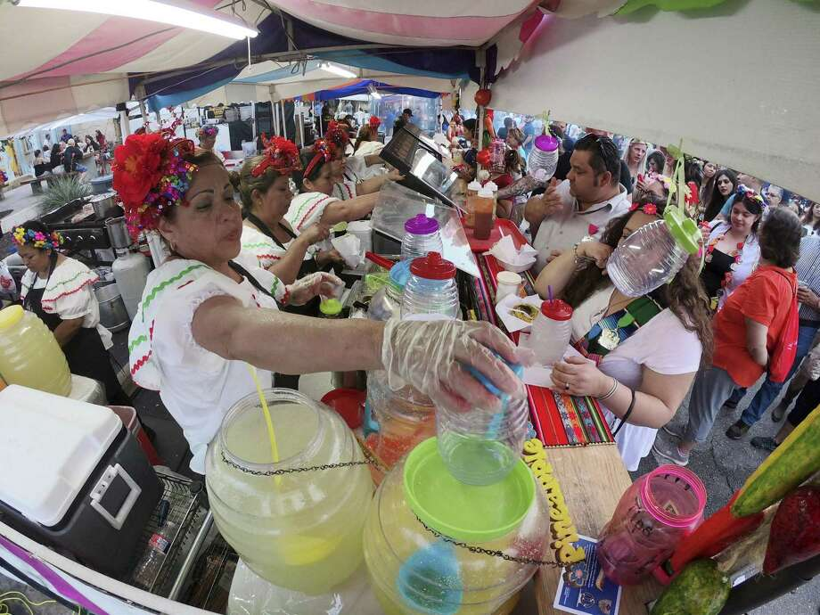 Fiesta Fiesta Photo: Billy Calzada /San Antonio Express-News / San Antonio Express-News