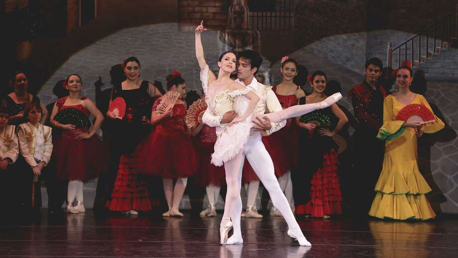 ARCHIVO— Jonhal Fernández y Katia Carranza interpretan los roles de Basilio y Kitri durante la producción de ballet Don Quijote en 2016. Photo: Victor Strife, Staff Photographer / Laredo Morning Times