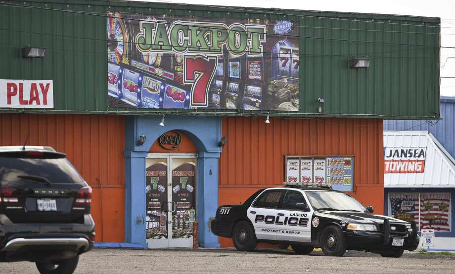 El negocio de maquinitas Jackpot 7 Amusement Center ubicado en 530 S. US Hwy-83 fue uno de los establecimientos cateados el jueves 26 de abril de 2018. Photo: Danny Zaragoza /Laredo Morning Times / Laredo Morning Times