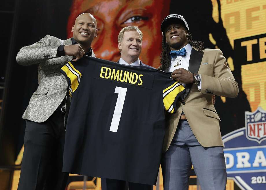 Ryan Shazier, left, poses with commissioner Roger Goodell, center, and Pittsburgh Steelers' selection Terrell Edmunds, of Virginia Tech, during the first round of the NFL football draft, Thursday, April 26, 2018, in Arlington, Texas. (AP Photo/David J. Phillip) Photo: David J. Phillip/Associated Press