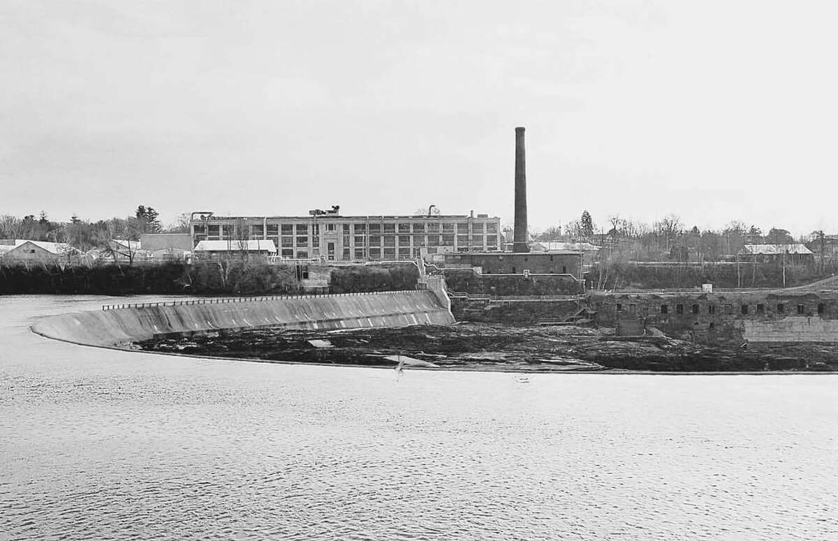 The site of the old GE Hudson Falls capacitor facility along the Hudson River in 2000, the year GE challenged the Superfund cleanup order on constitutional grounds. (Archive)