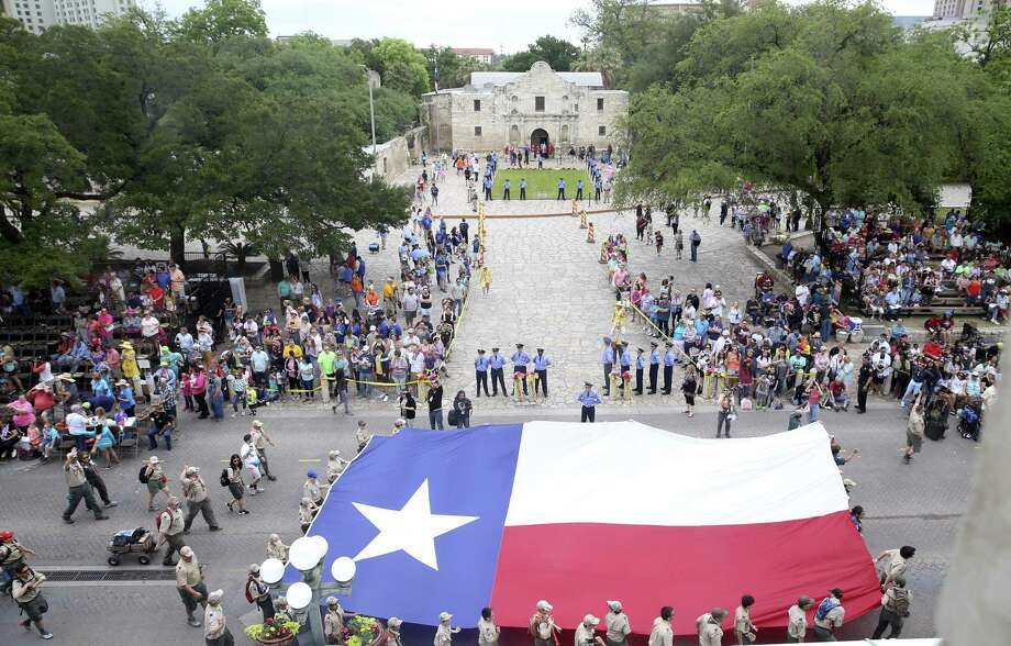 Alamo Plaza is festive during the Battle of Flowers Parade in Alamo Plaza on April 27. Organizers contend the plaza shouldn't be blocked from the parade. Photo: Tom Reel /San Antonio Express-News / 2017 SAN ANTONIO EXPRESS-NEWS