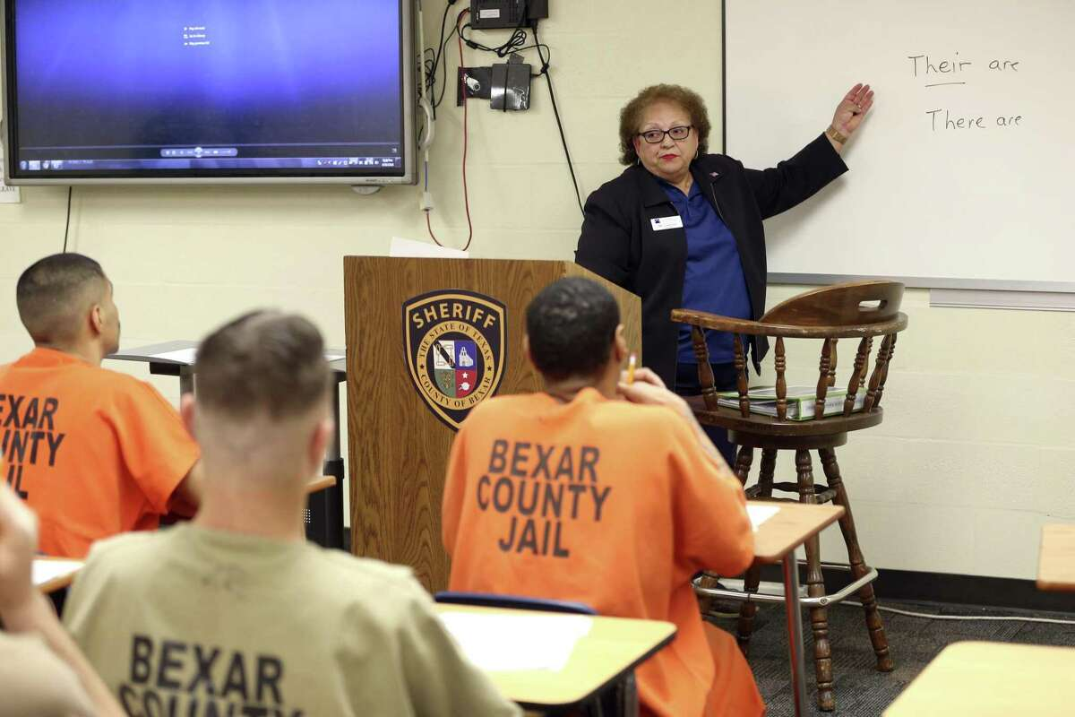 Ilda Casanova leads a resume writing and interviewing class for inmates April 18, 2018 during an Alamo Colleges-sponsored class in the Bexar County jail. The Alamo Colleges have been offering vocational classes in the facility four four years.