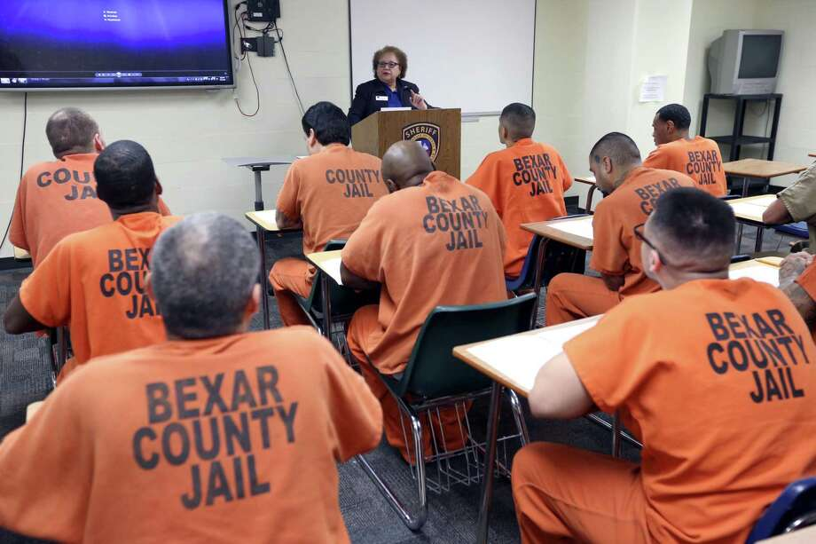 Ilda Casanova leads a resume writing and interviewing class for inmates April 18 during an Alamo Colleges-sponsored class in the Bexar County jail. The Alamo Colleges have been offering vocational classes in the facility four four years. This is one strategy to reduce recidivism. Photo: William Luther /San Antonio Express-News / © 2018 San Antonio Express-News
