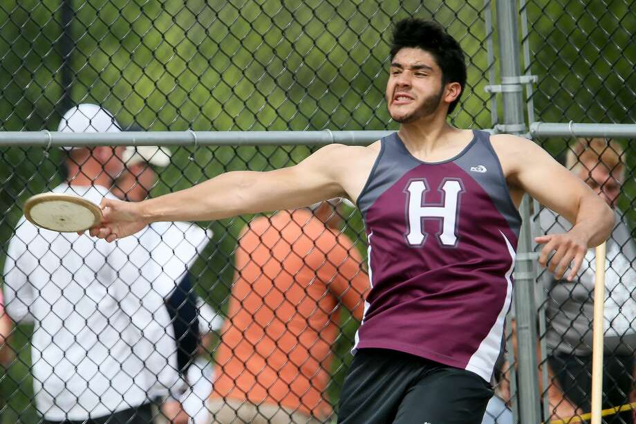 The Highlands' Ronald Lozano finished second in the discus at 161 feet, 4 inches at he Region IV-5A meet. Working with a new coach has added nearly 30 feet to his throws this season Photo: Marvin Pfeiffer / San Antonio Express-News / Express-News 2018