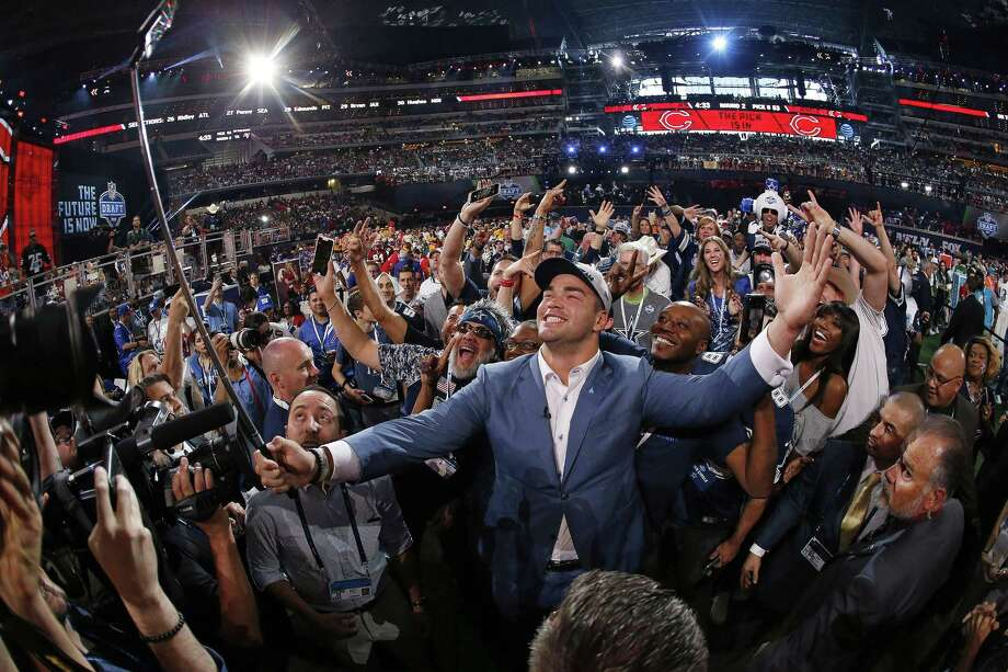 Connor Williams celebrates with Cowboys fans after being the 50th overall selection Friday night. Photo: Paul Moseley, MBR / TNS / Fort Worth Star-Telegram