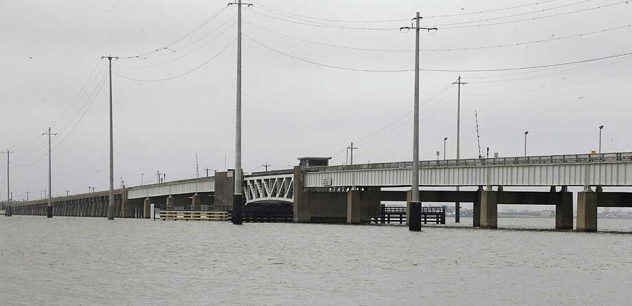 The draw bridge on the Pelican Island Causeway which connects Galveston to Pelican Island is shown here on April 28, 2016. Photo: James Nielsen, Staff / Houston Chronicle / © 2016  Houston Chronicle