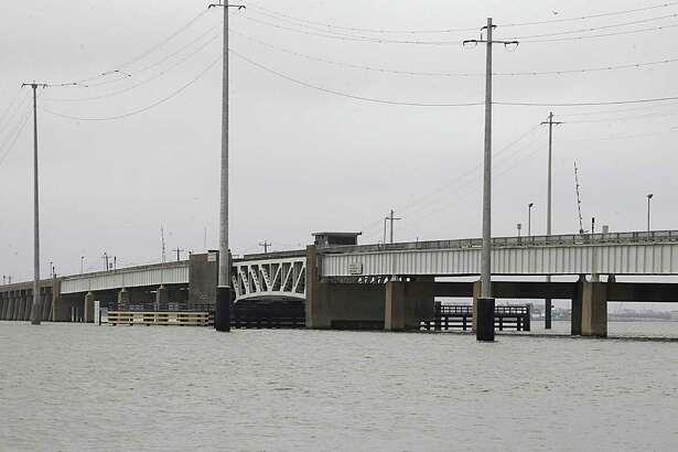 The draw bridge on the Pelican Island Causeway which connects Galveston to Pelican Island Thursday, April 28, 2016, in Galveston. ( James Nielsen / Houston Chronicle )