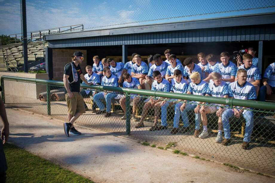 outlet store 0df5a 8332d Astros' Josh Reddick surprises Kingwood baseball team with ...