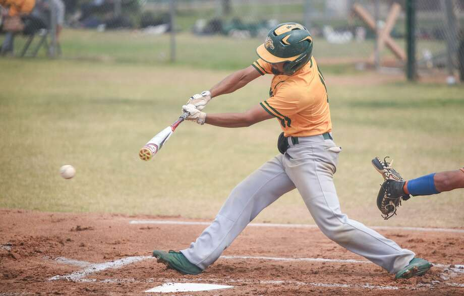 Roberto Arredondo led the way with two hits, three walks and two runs Saturday as Laredo College won 9-3 in its series finale at Blinn. Photo: Danny Zaragoza /Laredo Morning Times File