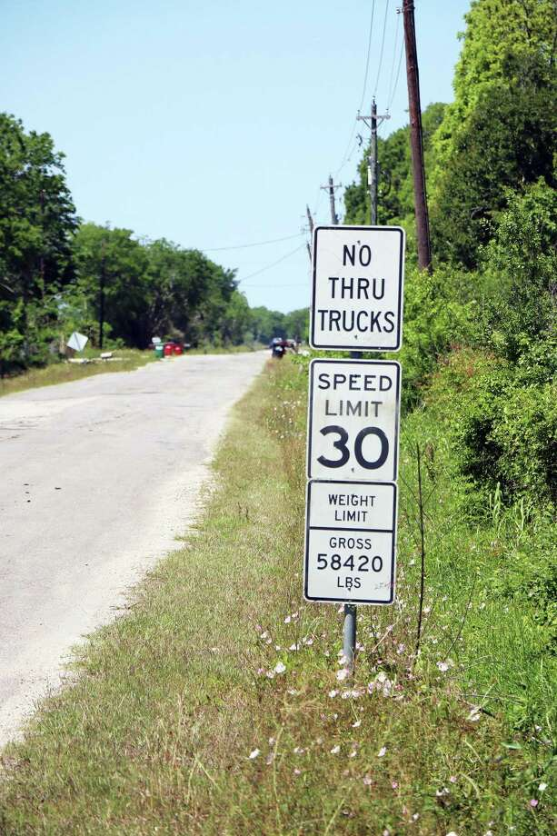 Signs are posted on county roads warning truck drivers of the weight for the roads and that no through-trucks, regardless of weight, are permitted. According to county leaders, the drivers ignore the signs and still try to cut through and ruin the roads. Photo: David Taylor / HCN