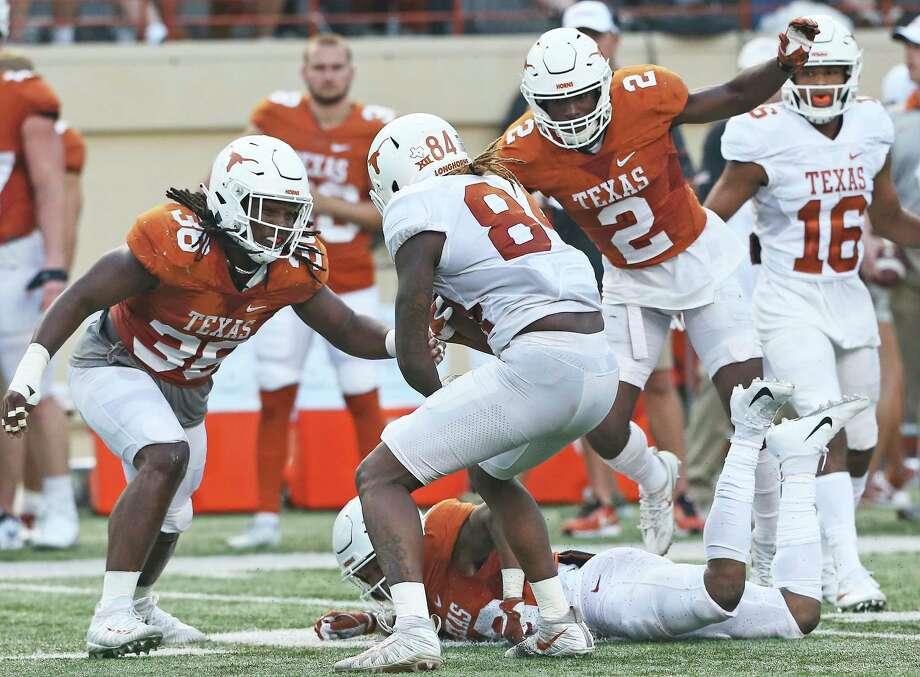 Linebacker Demarco Boyd (36) moves in on Lil'Jordan Humphrey with Kris Boyd (2) following at the UT Orange-White Spring Game at DKR Stadium on April 21, 2018. Photo: Tom Reel, San Antonio Express-News / 2017 SAN ANTONIO EXPRESS-NEWS