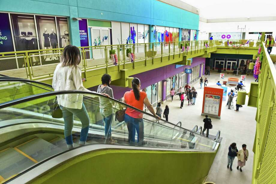 The Outlet Shoppes at Laredo is now allowing customers to stroll from store to store with beer or wine in tow when purchased from either Johnny Rockets or Stone & Stein.  Photo: Danny Zaragoza / Laredo Morning Times / LAREDO MORNING TIMES