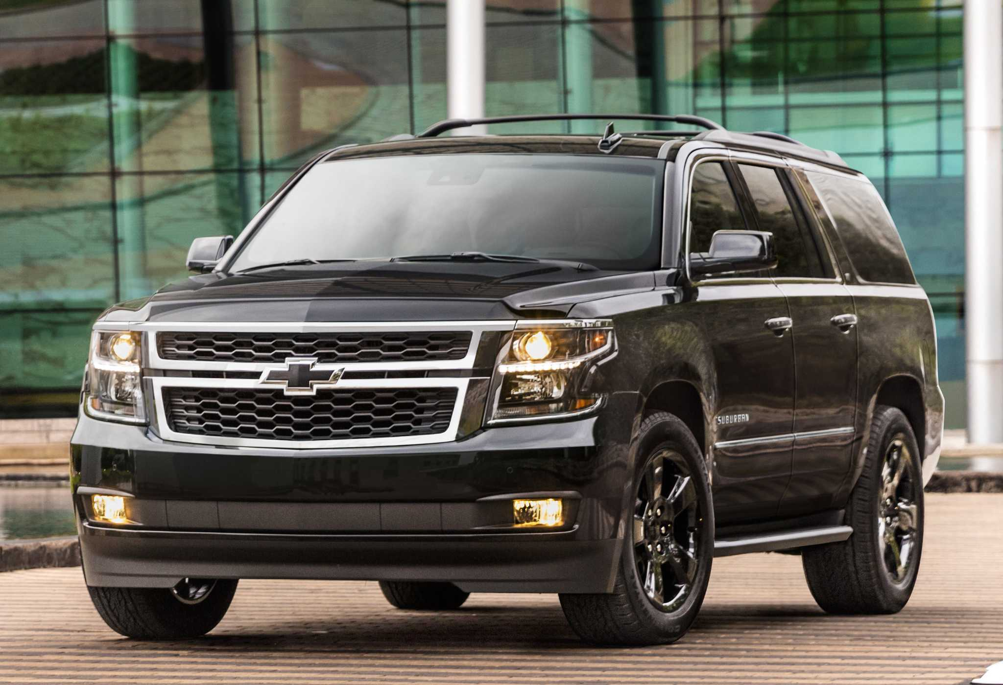 2018 Suburban SUVs looks great with Z71 Midnight Edition package