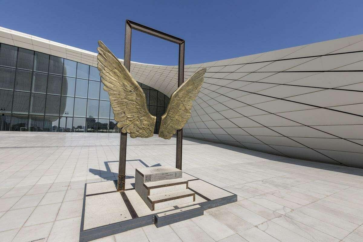 Jorge Marín's piece Alas de México will be dedicated during Commemorative Week of the Tricentennial celebration.