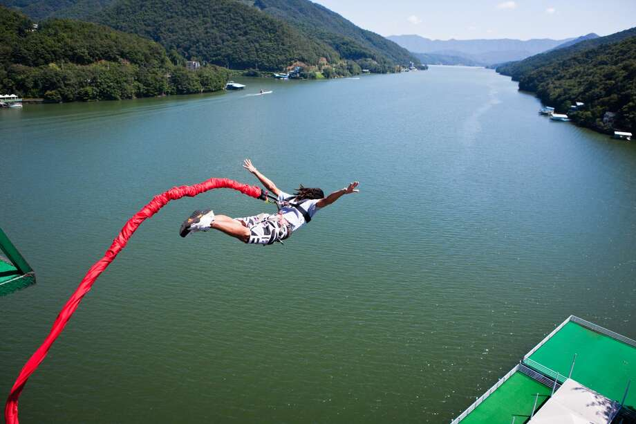Bungee jumping Photo: Plan Shoot / Multi-bits/Getty Images