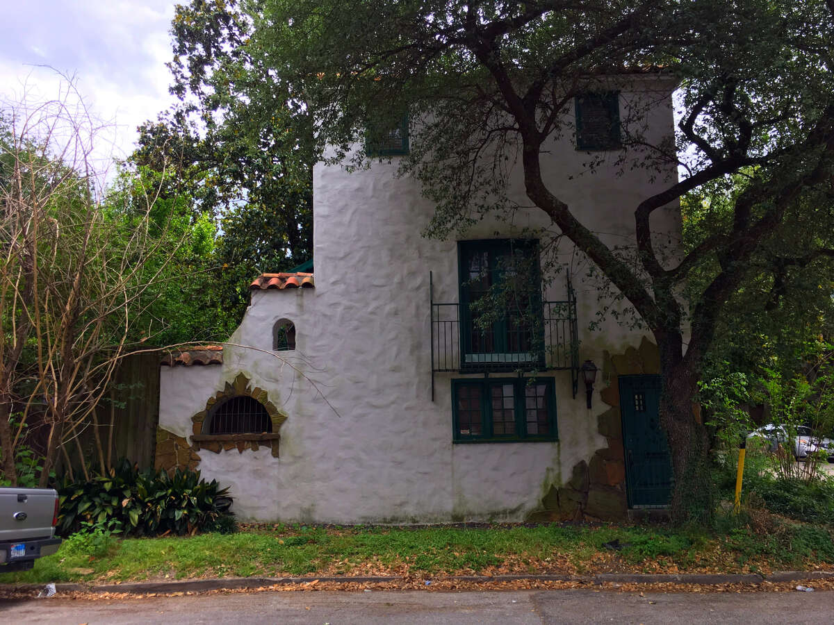 This 1920s home at 415 Hyde Park is under contract to be sold.