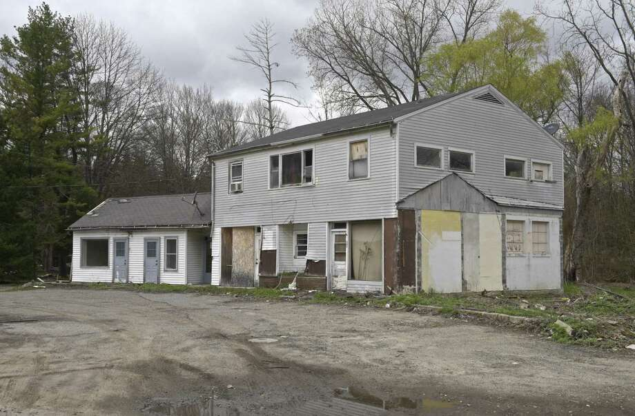 20 Station Road, in Brookfield, Conn, is the site of a former dry cleaning business. Monday, April 30, 2018. Photo: H John Voorhees III / Hearst Connecticut Media / The News-Times