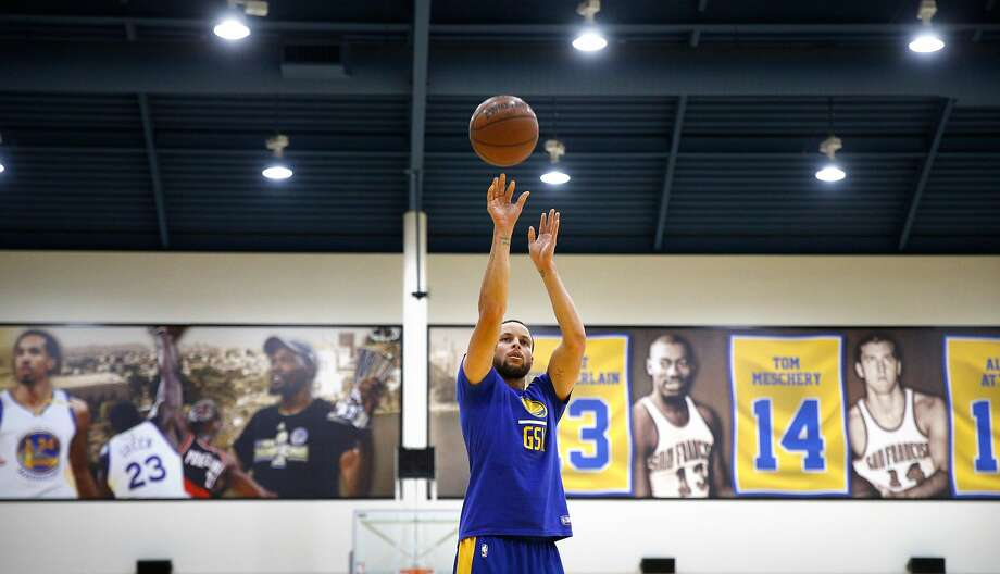 Warriors' Stephen Curry, 30 as the NBA Golden State Warriors practice in downtown Oakland, Ca. on Mon. April 30, 2018. Photo: Michael Macor / The Chronicle