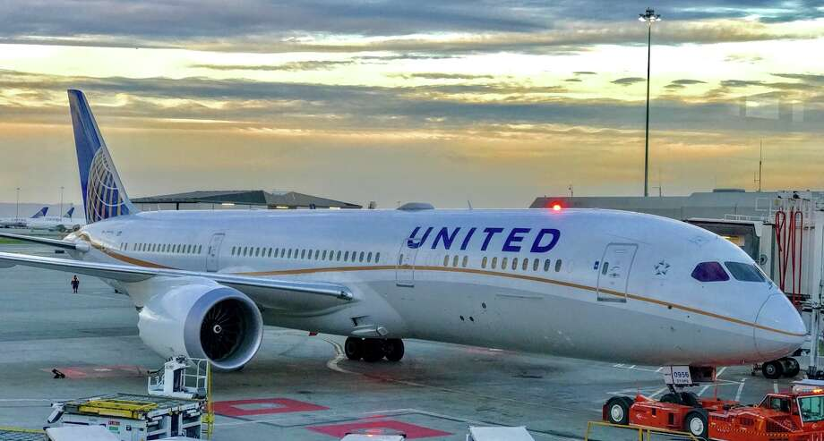 In this photo of a United 787, check out the window on the aircraft doors Photo: Chris McGinnis