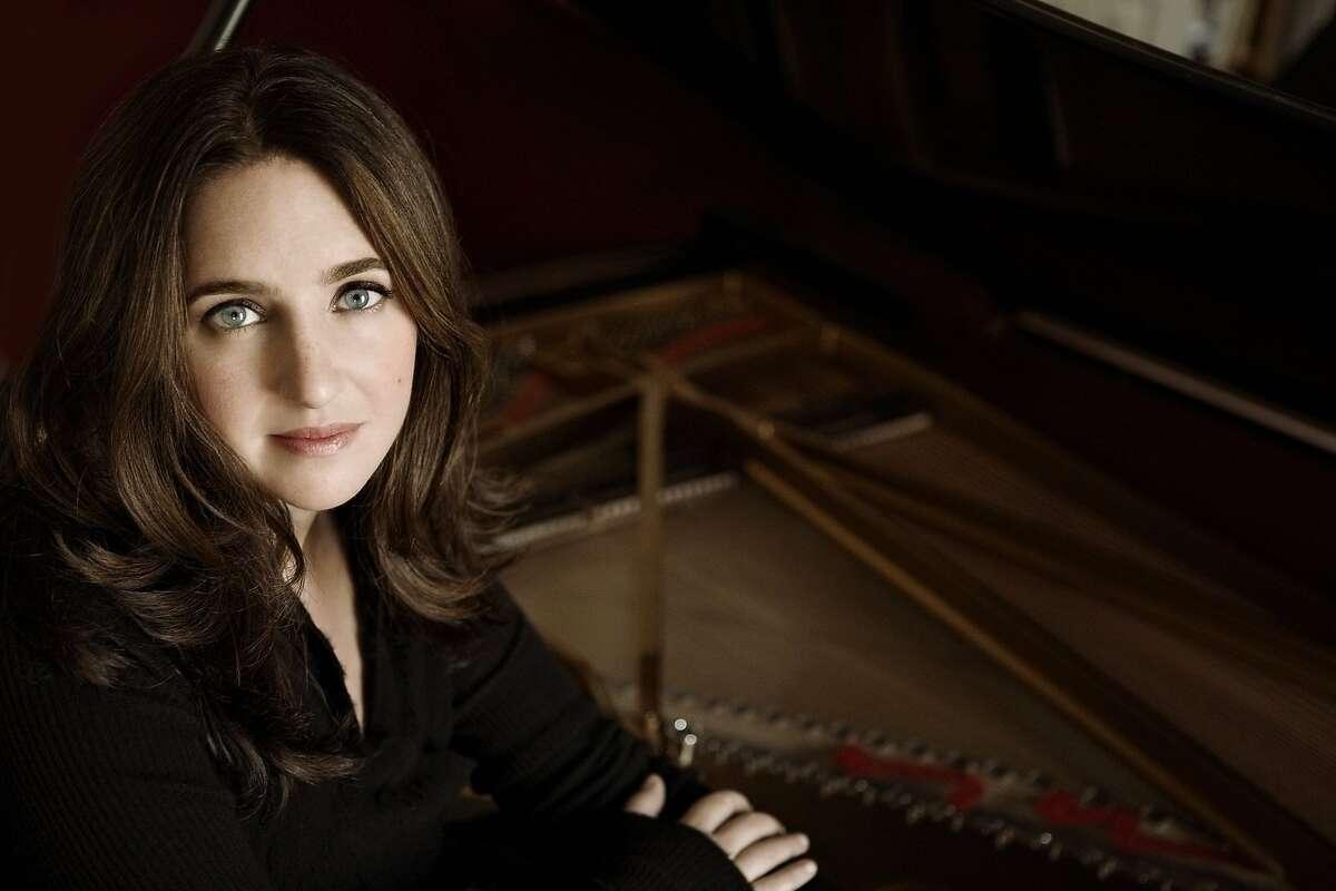 Pianist Simone Dinnerstein